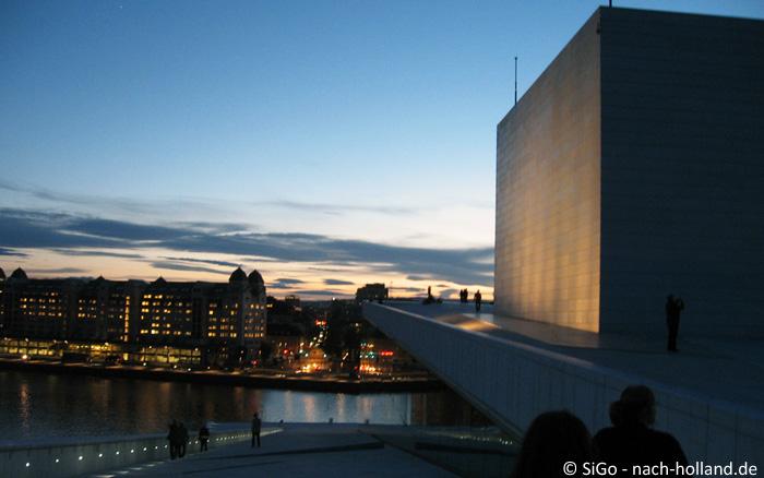 Aussicht von der Oper in Oslo bei Nacht