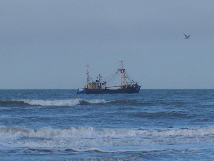 Schiffskutter vor Zandvoort auf der Nordsee ┬® weltvermessen.de