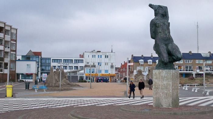 Skulpturen in Zandvoort nahe des Strands ® weltvermessen.de