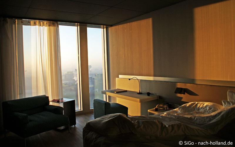 Das Sunrise-Zimmer im nhow Rotterdam am Morgen