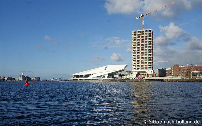 Das Eye Amsterdam und der zukünftige A'dam Turm
