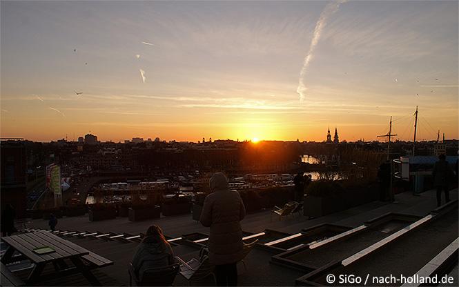 Sonnenuntergang über Amsterdam vom Nemo-Dach