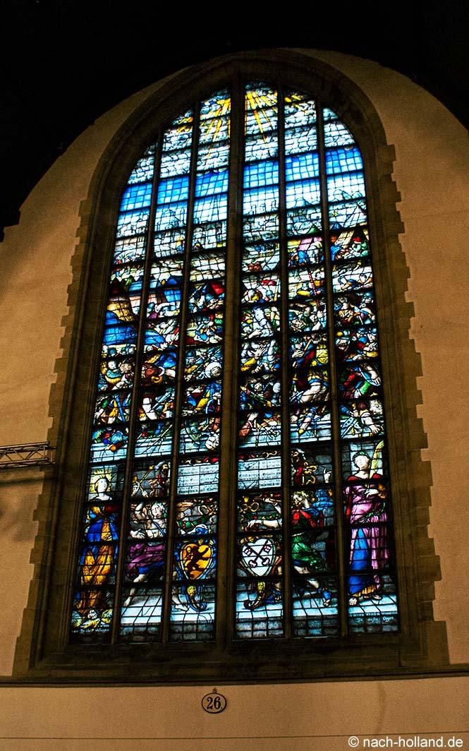 gouda bei kerzenlicht - glasfenster in der sint janskerk