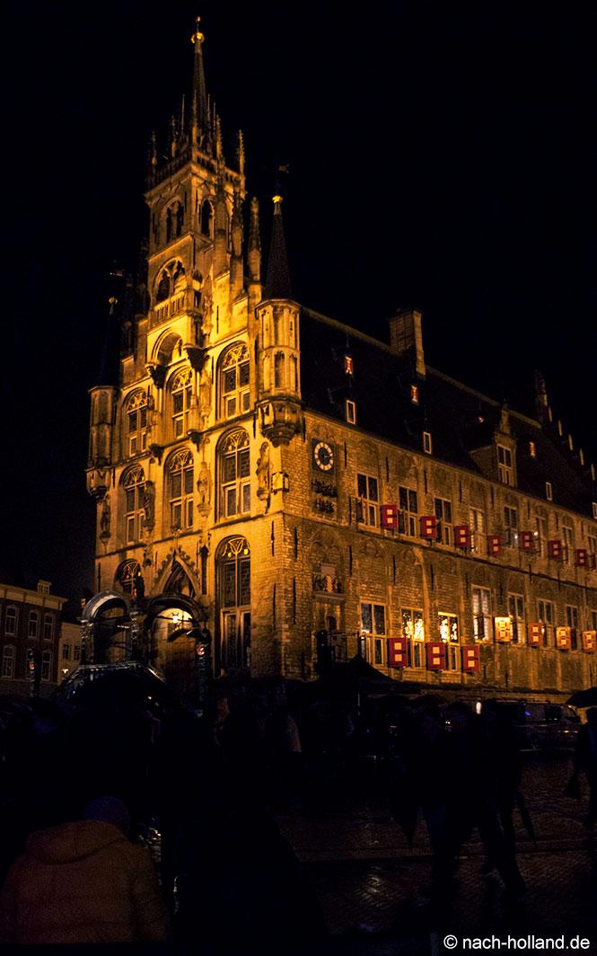 gouda bei kerzenlicht - historisches Rathaus