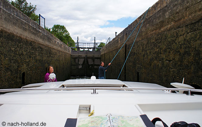 hausboot - in der schleuse