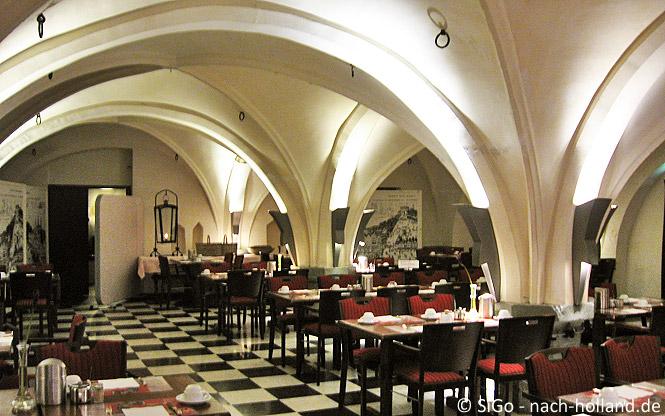 Frühstück im Gewölbekeller Hotel Central