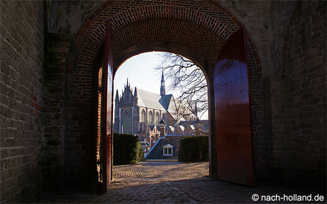 Blick auf die Hooglandse Kerk in Leiden