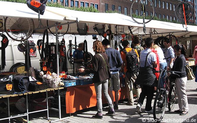 Ersatzteile fürs Fahrrad gibt es auf dem Markt in Rotterdam