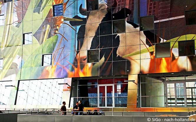 Kunstvolle Innenfassade der Markthalle in Rotterdam