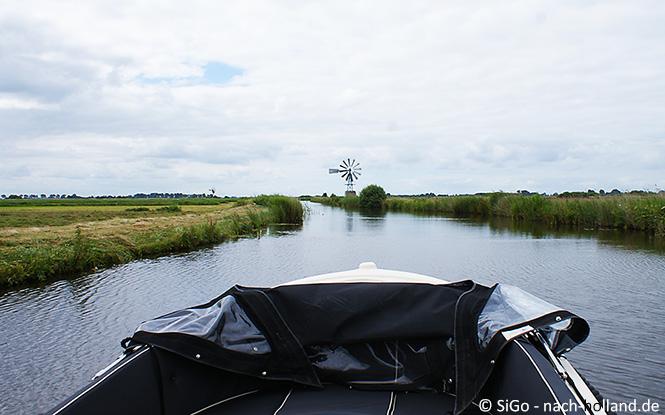 Mit dem Boot unterwegs in Friesland