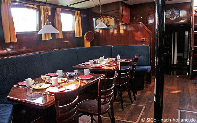 Der Salon auf dem Segelschiff Grote Beer