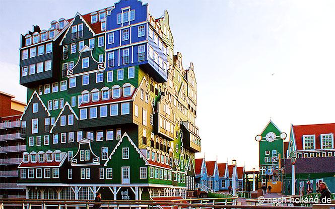 Das Inntel Hotel und der Bahnhof in Zaandam