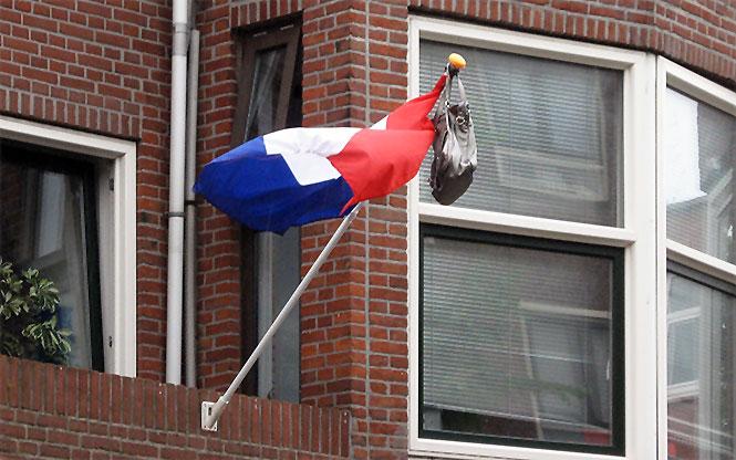 flagge niederlande mit tasche